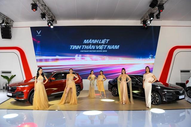 Khách Việt hào hứng khi VinFast lần đầu tiên góp mặt tại Triển lãm Ô tô Việt Nam - Ảnh 2.