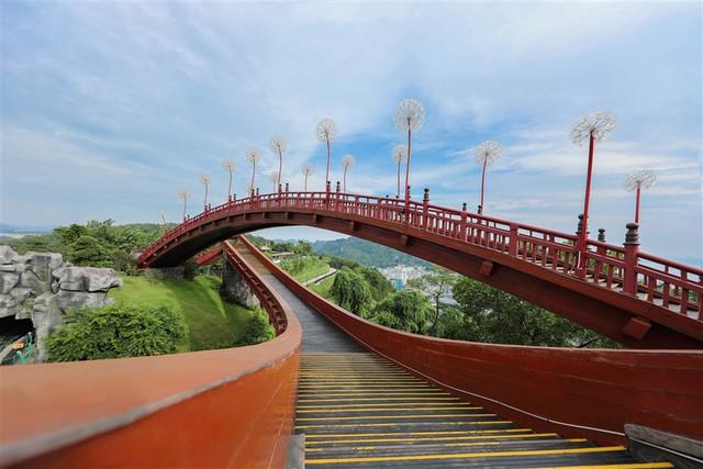 Chiến lược nào để phát triển toàn diện ngành du lịch Quảng Ninh? - Ảnh 1.  Chiến lược nào để phát triển toàn diện ngành du lịch Quảng Ninh? photo 1 15724003575751169398001
