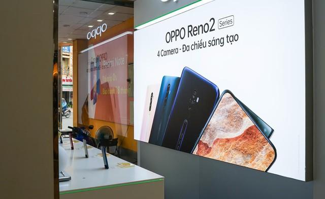 Chỉ trong 3 ngày hình ảnh OPPO Reno2 series phủ sóng khắp Việt Nam - Ảnh 7.