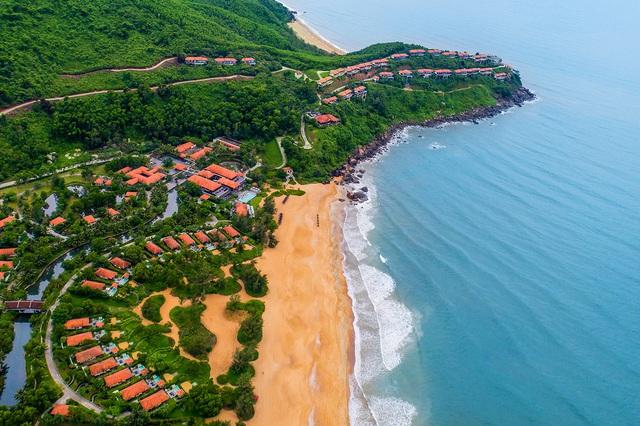 Lăng Cô đóng góp nhiều khu nghỉ dưỡng sang trọng bậc nhất châu Á - Ảnh 2.