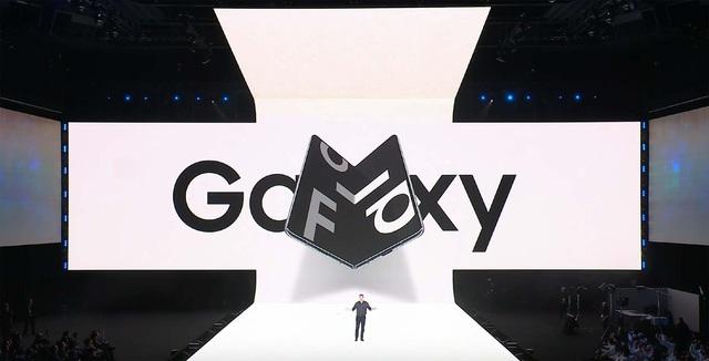 Galaxy Fold - biểu tượng mới của smartphone siêu cao cấp ở Việt Nam - Ảnh 1.