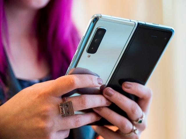 Galaxy Fold - biểu tượng mới của smartphone siêu cao cấp ở Việt Nam - Ảnh 2.