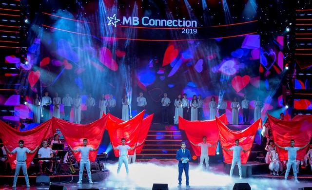 """Đêm nhạc tri ân khách hàng của MB: """"Khi ta 25 – Live Concert"""" - chạm đến trái tim khán giả - Ảnh 1."""