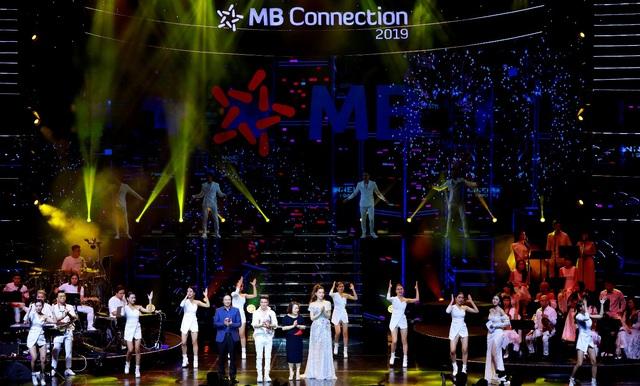 """Đêm nhạc tri ân khách hàng của MB: """"Khi ta 25 – Live Concert"""" - chạm đến trái tim khán giả - Ảnh 4."""