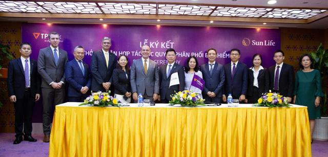 Sun Life Việt Nam và TPBank công bố thỏa thuận hợp tác phân phối bảo hiểm nhân thọ tại Việt Nam - Ảnh 1.
