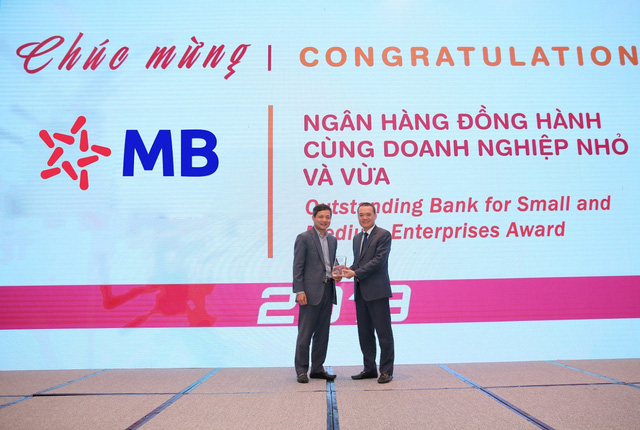MB nhận giải ngân hàng bán lẻ tiêu biểu và ngân hàng đồng hành cùng doanh nghiệp nhỏ và vừa - Ảnh 1.