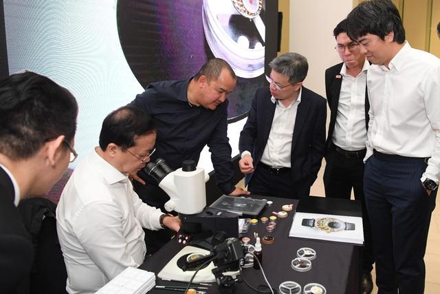Jaquet Droz ra mắt đồng hồ Vịnh Hạ Long độc bản tại workshop nghệ thuật tiểu họa - Ảnh 10.