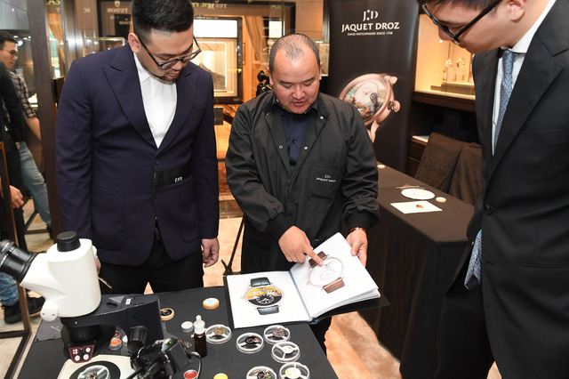 Jaquet Droz ra mắt đồng hồ Vịnh Hạ Long độc bản tại workshop nghệ thuật tiểu họa - Ảnh 5.