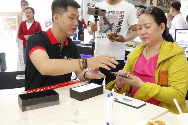Hơn 12.300 đơn đặt mua trước iPhone 11 Series tại FPT Shop, mỗi giờ giao 400 đơn hàng! - Ảnh 1.