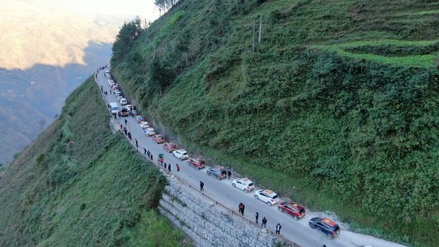(SỐNG) 3 ngày rong ruổi 1.000km chinh phục Hà Giang của gần 100 xe VinFast: Gắn chặt những biểu tượng - Ảnh 12.