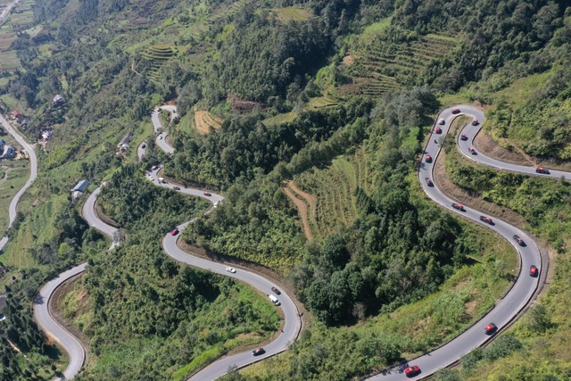 (SỐNG) 3 ngày rong ruổi 1.000km chinh phục Hà Giang của gần 100 xe VinFast: Gắn chặt những biểu tượng - Ảnh 10.