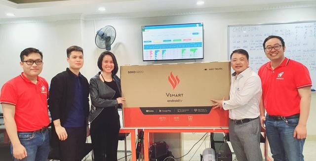 Start-up chơi lớn tặng 1000 tivi Vsmart cho khách hàng khi vừa được Shark Bình rót vốn 10 tỷ - Ảnh 2.
