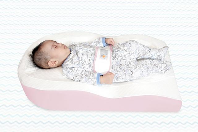 Bố mẹ cực kì lưu ý: Ba sai lầm khi ngủ có thể khiến trẻ cong vẹo cột sống - Ảnh 2.