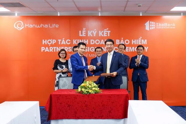 TheBank ký kết hợp tác kinh doanh bảo hiểm với Hanwha Life Việt Nam - Ảnh 1.