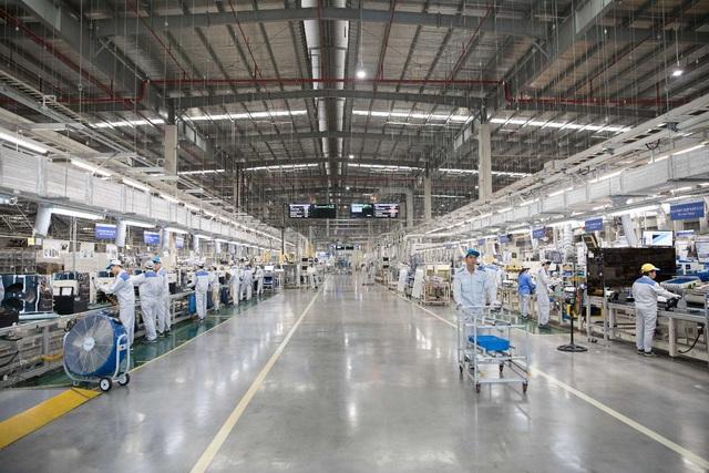 Tự động hóa thời 4.0: Robot sẽ thay thế công nhân trong những nhà máy hiện đại? - Ảnh 2.