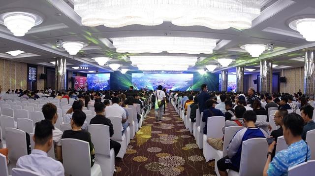 Tưng bừng sinh nhật 1 tuổi, BQT Tình Kiếm 3D công bố lộ trình BIG OFFLINE ba miền Bắc Trung Nam - Ảnh 2.