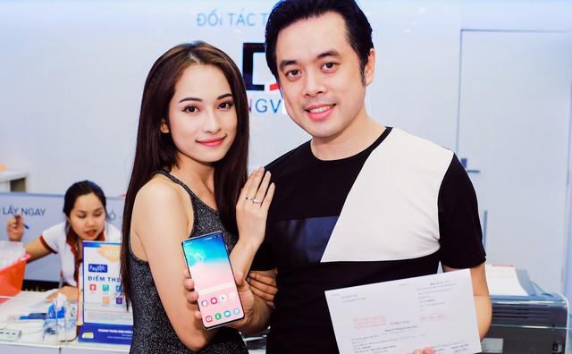 Nhạc sĩ Dương Khắc Linh đặt mua Galaxy S10 Plus tại Di Động Việt tặng Sara Lưu dịp 8/3 - Ảnh 1.
