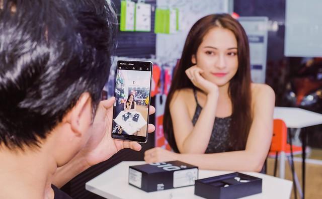 Nhạc sĩ Dương Khắc Linh đặt mua Galaxy S10 Plus tại Di Động Việt tặng Sara Lưu dịp 8/3 - Ảnh 3.