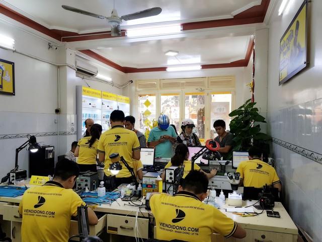 Nhạc sĩ Dương Khắc Linh đặt mua Galaxy S10 Plus tại Di Động Việt tặng Sara Lưu dịp 8/3 - Ảnh 5.