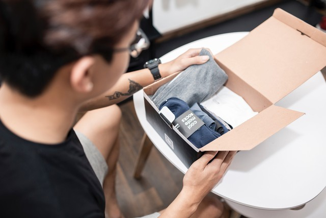 Đàn ông sẽ bớt nỗi lo về mua sắm đồ cơ bản nhờ startup này - Ảnh 1.