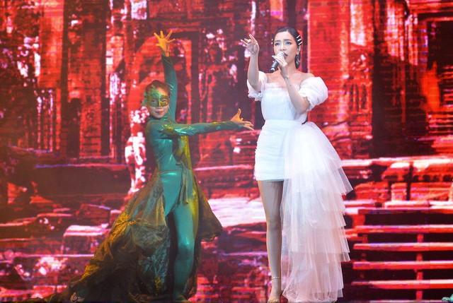 Samsung ra mắt TV QLED 8K đầu tiên trên thế giới ngay tại Việt Nam với đêm đại nhạc hội hoành tráng - Ảnh 3.