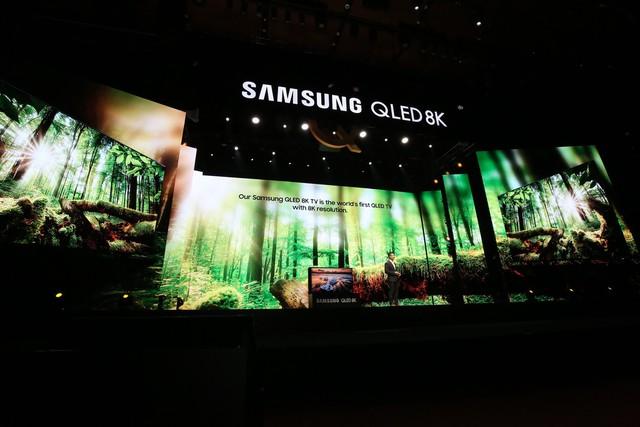Samsung ra mắt TV QLED 8K đầu tiên trên thế giới ngay tại Việt Nam với đêm đại nhạc hội hoành tráng - Ảnh 1.
