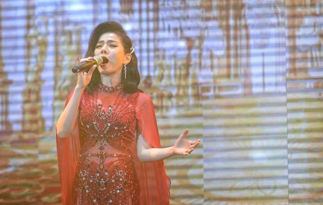 Samsung ra mắt TV QLED 8K đầu tiên trên thế giới ngay tại Việt Nam với đêm đại nhạc hội hoành tráng - Ảnh 5.