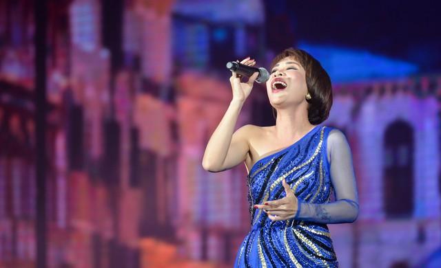 Samsung ra mắt TV QLED 8K đầu tiên trên thế giới ngay tại Việt Nam với đêm đại nhạc hội hoành tráng - Ảnh 6.