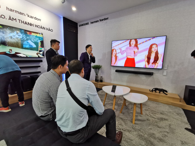 Samsung ra mắt TV QLED 8K đầu tiên trên thế giới ngay tại Việt Nam với đêm đại nhạc hội hoành tráng - Ảnh 9.