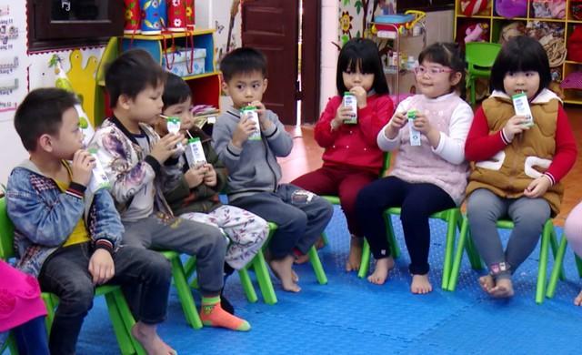 Vinamilk cùng sữa học đường góp phần nâng cao tầm vóc trẻ Việt - Ảnh 1.