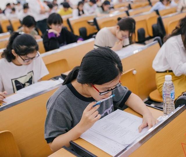 """""""Học để lấy điểm cao"""" hay """"học để dùng trong cuộc sống"""" – câu hỏi không dễ trả lời từ đề thi lạ của ĐH FPT - Ảnh 3."""