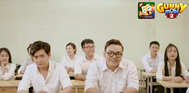 """MV """"Chuyện chàng ngố cận"""" gây sốt trong cộng đồng Gunny Mobi - Ảnh 1."""