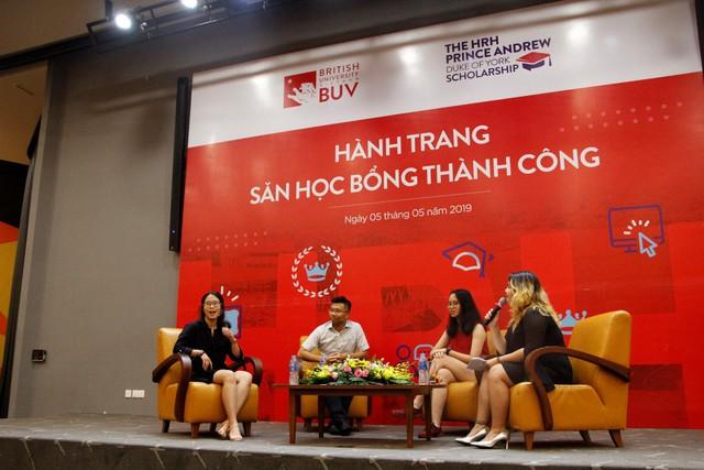 """""""Hành trang săn học bổng"""" thu hút đông đảo bạn trẻ Việt - Ảnh 2."""