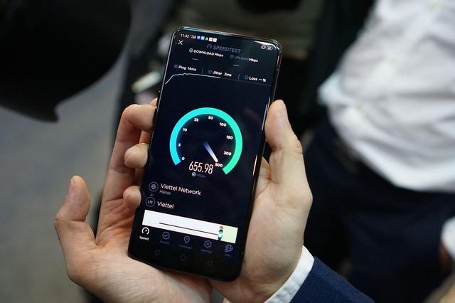 Thấy gì đằng sau việc smartphone OPPO đầu tiên kết nối mạng 5G ở Việt Nam? - Ảnh 1.