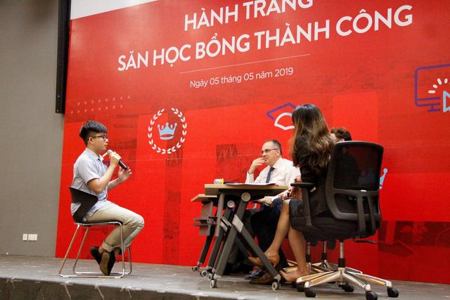"""""""Hành trang săn học bổng"""" thu hút đông đảo bạn trẻ Việt - Ảnh 5."""