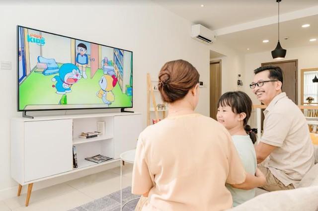 Cùng nhau quây quần xem TV là biểu hiện của một gia đình hạnh phúc - Ảnh 2.