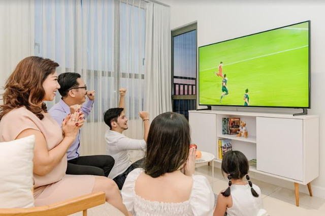 Cùng nhau quây quần xem TV là biểu hiện của một gia đình hạnh phúc - Ảnh 3.