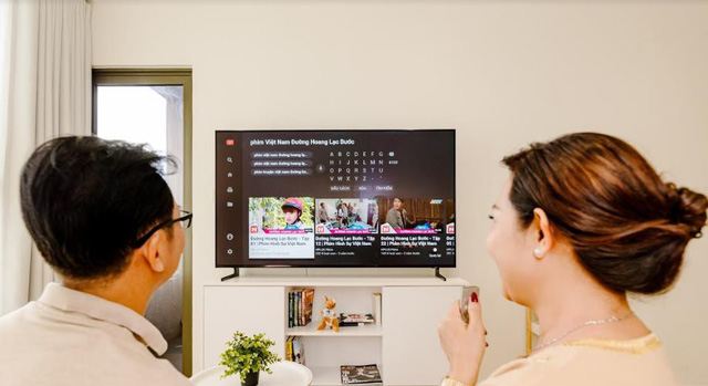 Cùng nhau quây quần xem TV là biểu hiện của một gia đình hạnh phúc - Ảnh 4.