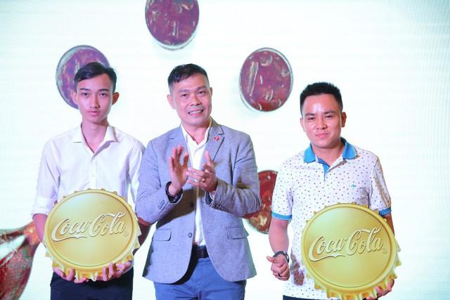 """""""Check-in"""" xuyên Việt chỉ trong một ngày, giới trẻ mê mẩn bộ lon Coca-Cola đặc biệt! - Ảnh 4."""