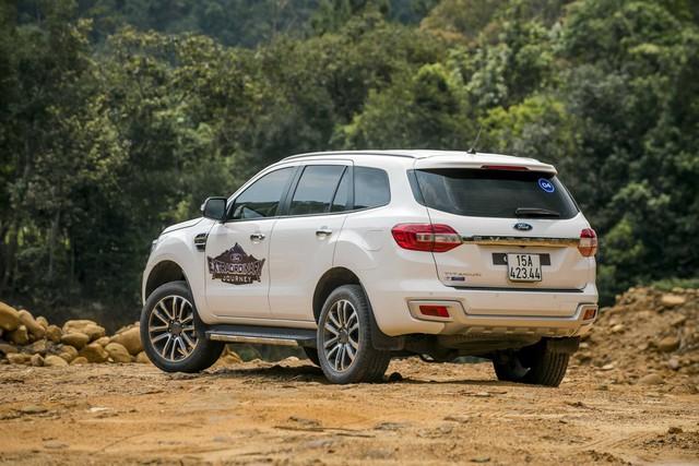 So găng Ford Everest Ambiente 2.0L 4x2 MT và Toyota Fortuner 2.4G 4x2 MT: SUV 7 chỗ nào đáng mua hơn? - Ảnh 4.