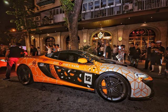 Choáng ngợp dàn siêu xe khủngdàn hàngtrước cửa lounge triệu đô - Ảnh 1.