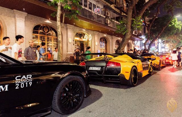 Choáng ngợp dàn siêu xe khủngdàn hàngtrước cửa lounge triệu đô - Ảnh 2.
