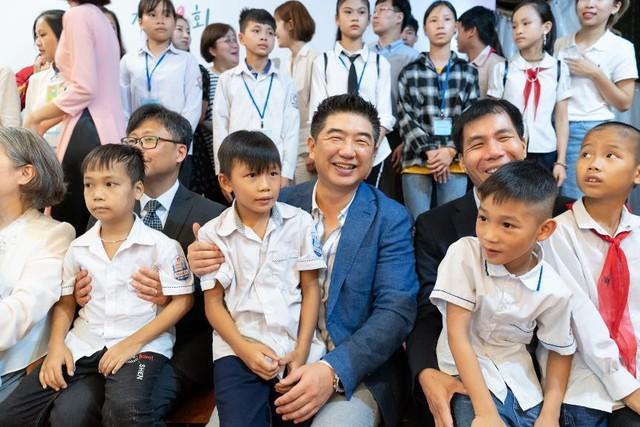 120 học sinh Hải Dương, Phú Thọ hào hứng nhận học bổng cùng BAEMIN Việt Nam - Ảnh 2.