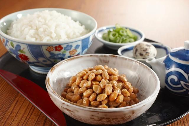 Tuổi 40 cần biết 7 thói quen ăn uống này của người Nhật, chẳng còn lo đột quỵ - Ảnh 1.