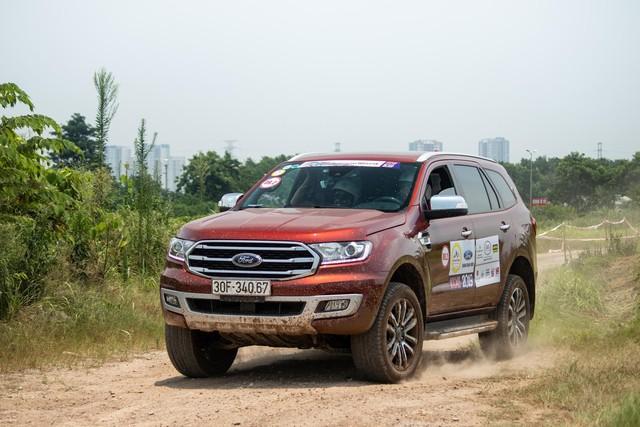 Hơn 100 xe Ford Everest tranh tài trong buổi offroad đầu tiên tại Hà Nội - Ảnh 1.