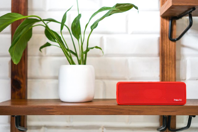 This stylish looking bluetooth speaker is a bonus when booking OPPO Reno - Photo 2.