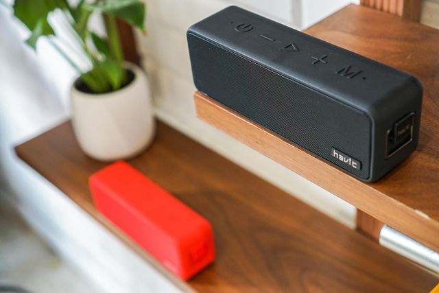 This stylish looking bluetooth speaker is a bonus when booking OPPO Reno - Photo 3.