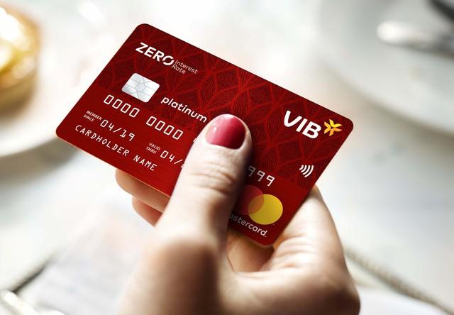 Khách hàng tại Hà Nội mở thẻ tín dụng của VIB, trúng thưởng chuyến du lịch châu Á bằng du thuyền - Ảnh 1.