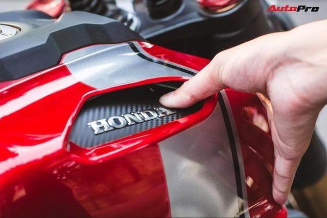 Đánh giá Honda CB150R giá 105 triệu đồng: Đây là lý do xe tự tin định giá đắt hàng đầu phân khúc - Ảnh 3.