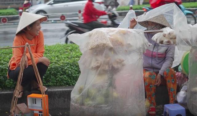 Gánh hàng rong Mua Bán: Phác thảo nét sáng Sài Gòn xưa và nay - Ảnh 3.